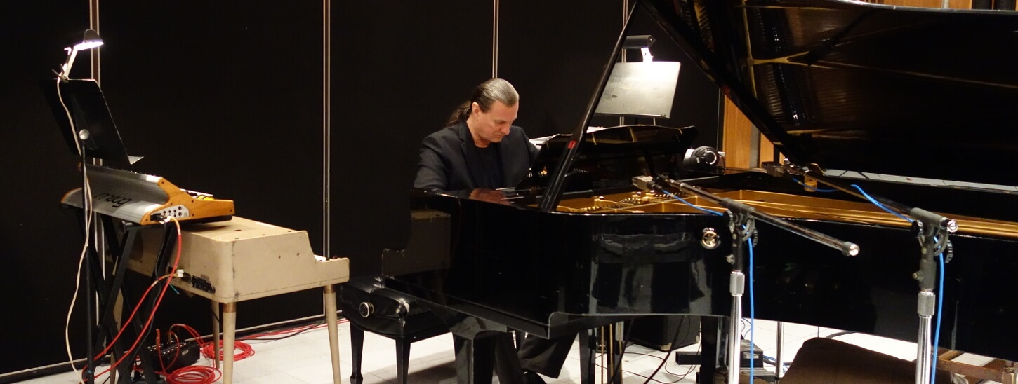 Stephen Oberhoff at the piano